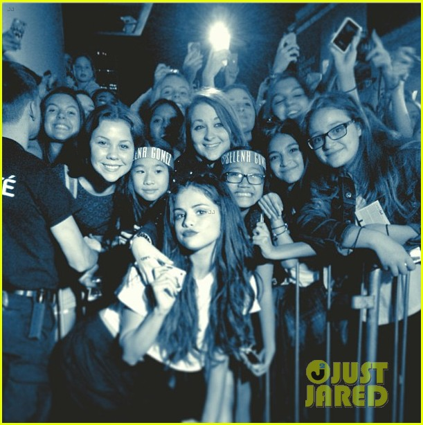 selena gomez montreal concert crowd made me cry 032937149