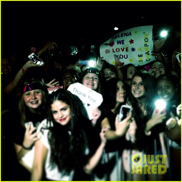 selena gomez montreal concert crowd made me cry 082937154
