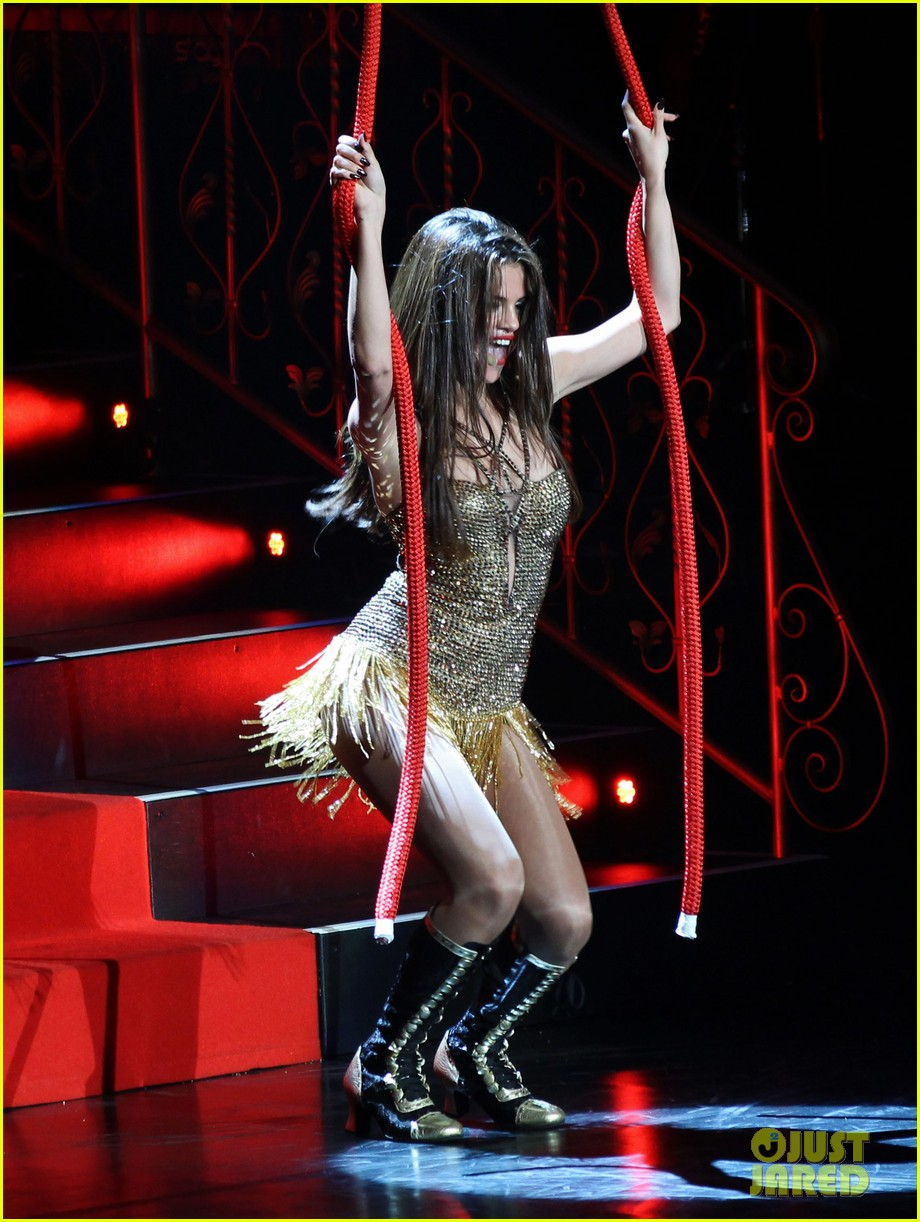 selena gomez stars dance opening night tour pics 052930700