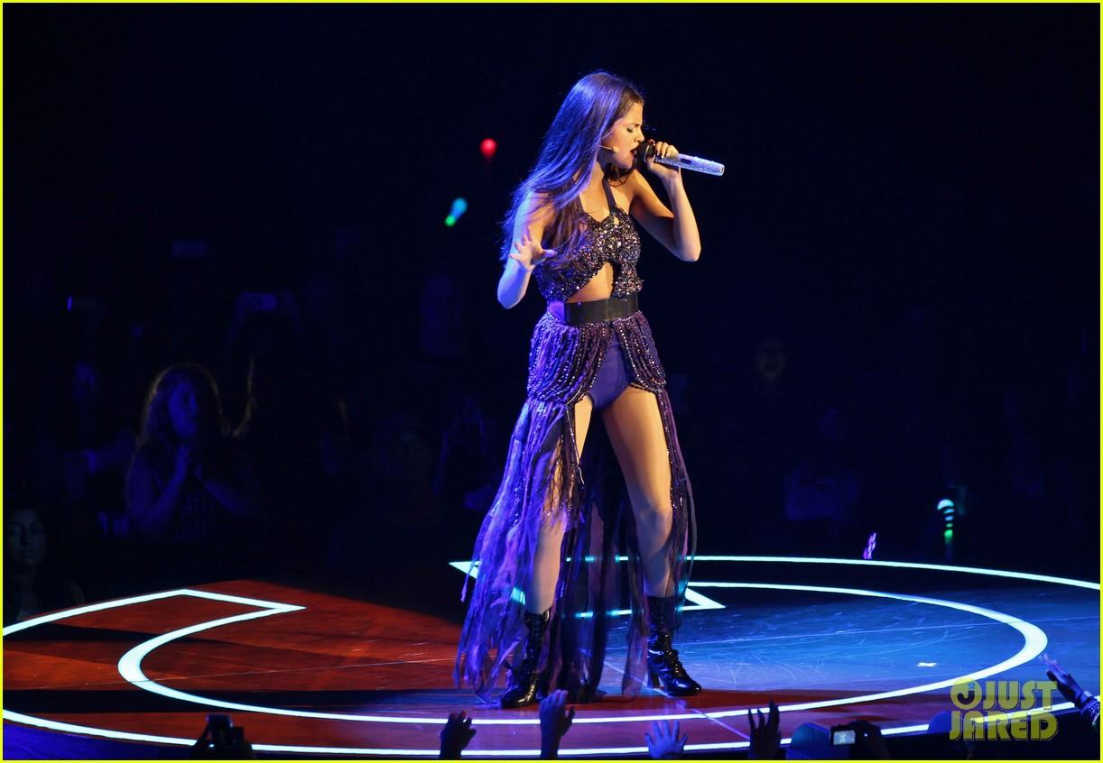 selena gomez stars dance opening night tour pics 232930718