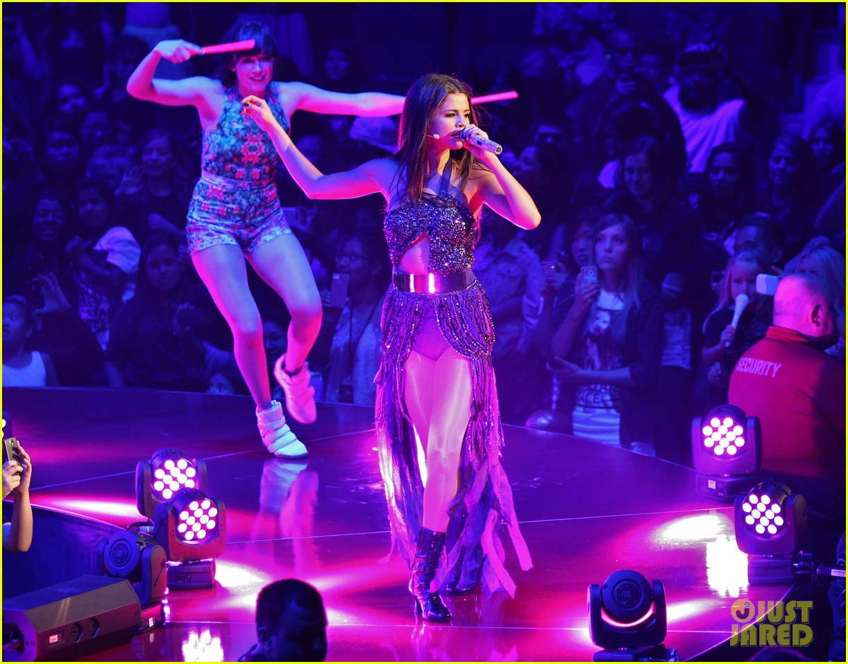 selena gomez stars dance opening night tour pics 252930720
