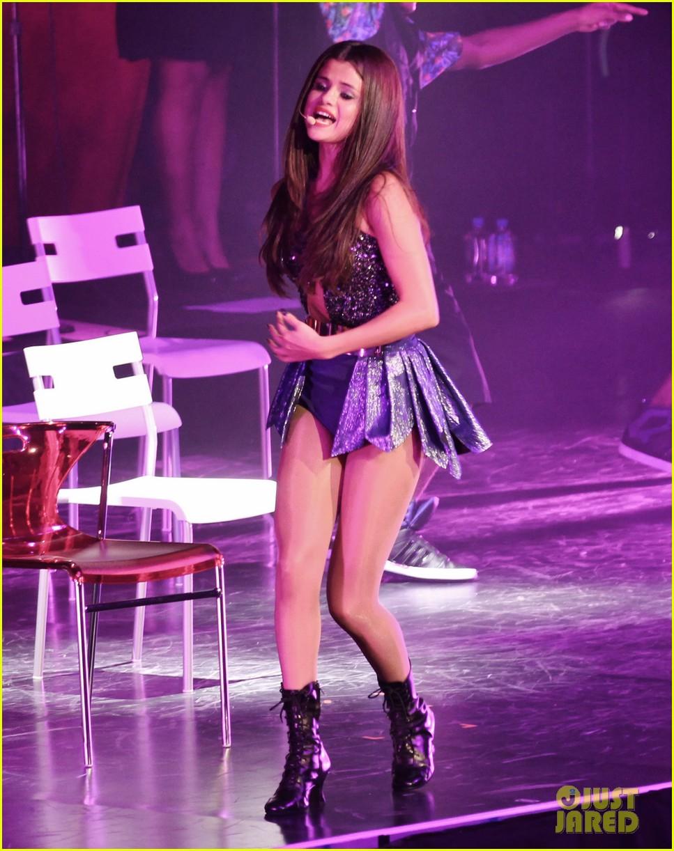 selena gomez stars dance opening night tour pics 262930721