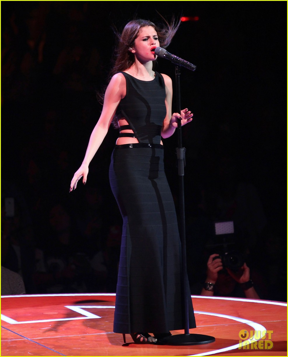 selena gomez stars dance opening night tour pics 332930728