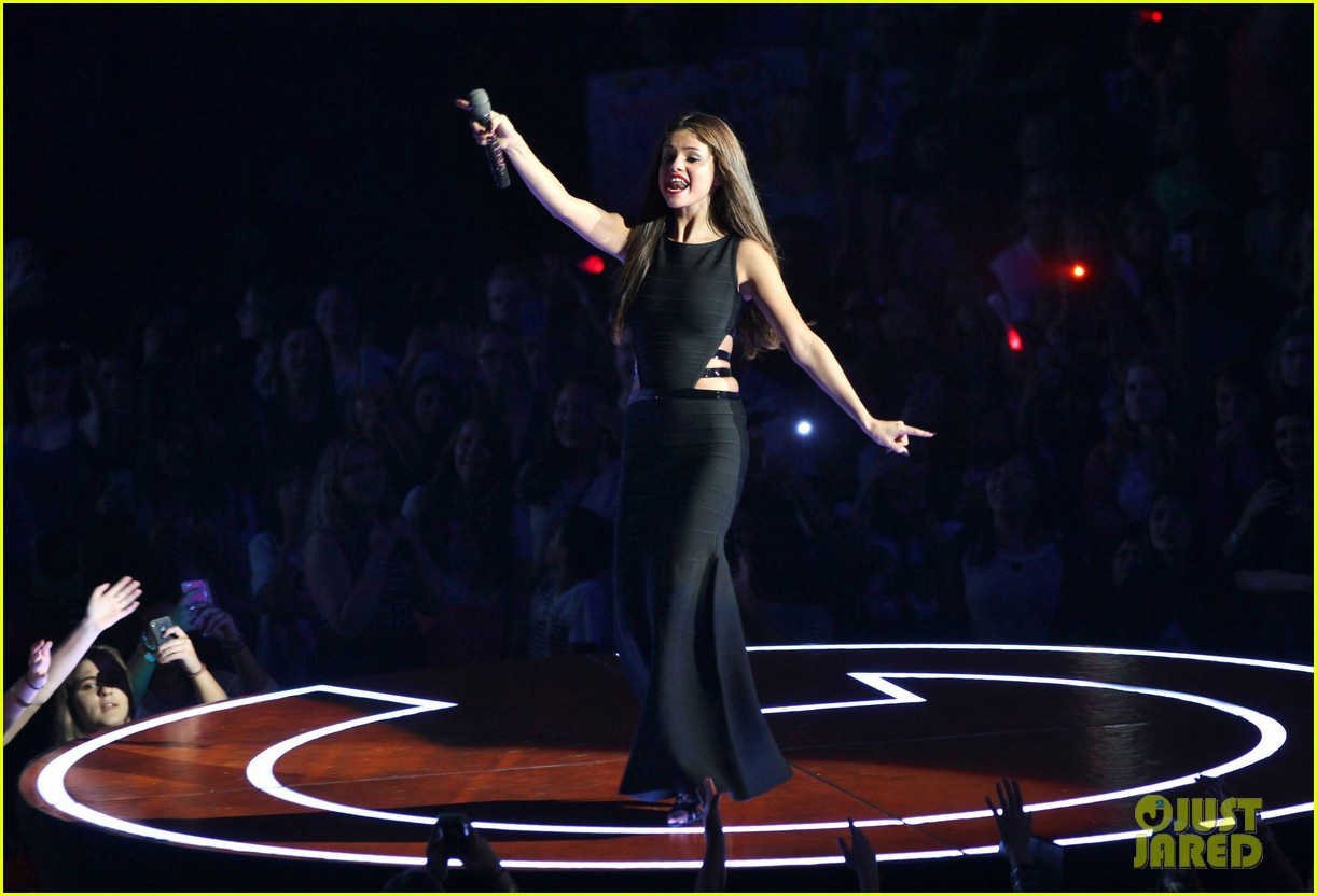 selena gomez stars dance opening night tour pics 362930731