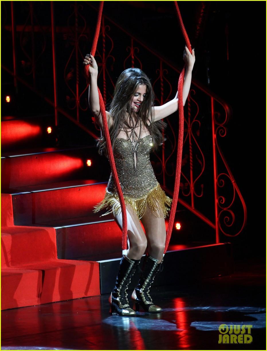 selena gomez stars dance opening night tour pics 402930735