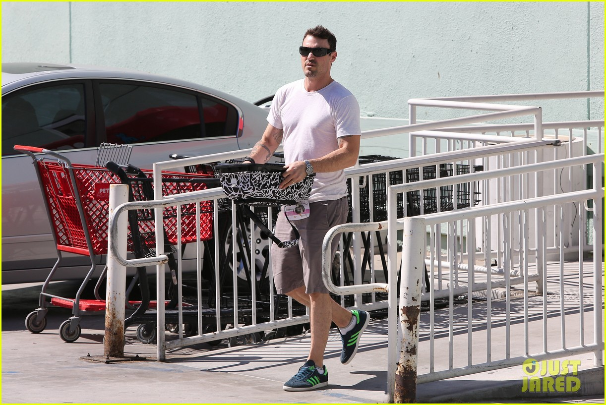 brian austin green picks up pet supplies 032935415