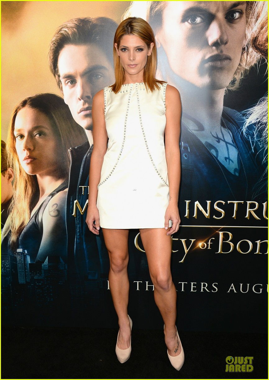 ashley greene julianne hough city of bones premiere 032929057