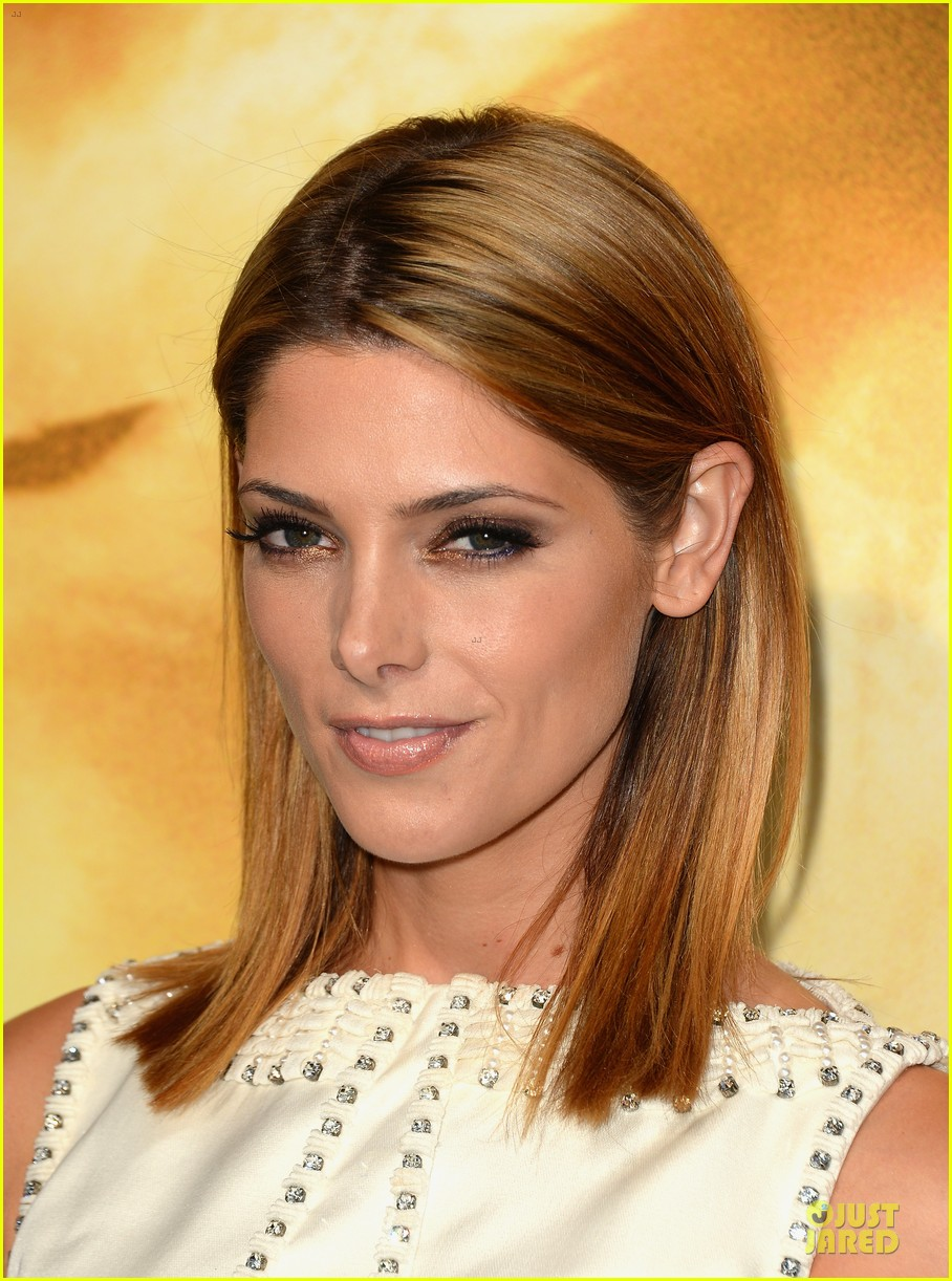 ashley greene julianne hough city of bones premiere 112929065