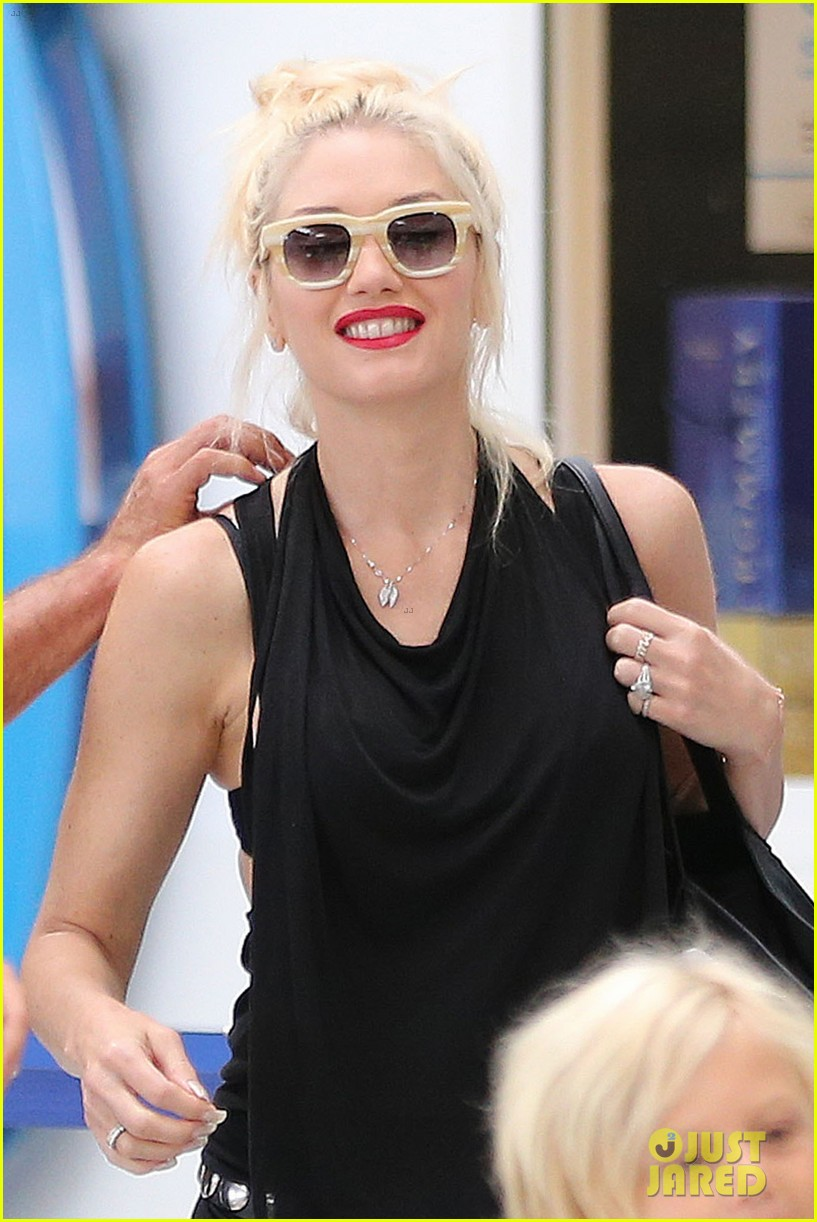 gwen stefani gavin rossdale back after paris vacation 042932938