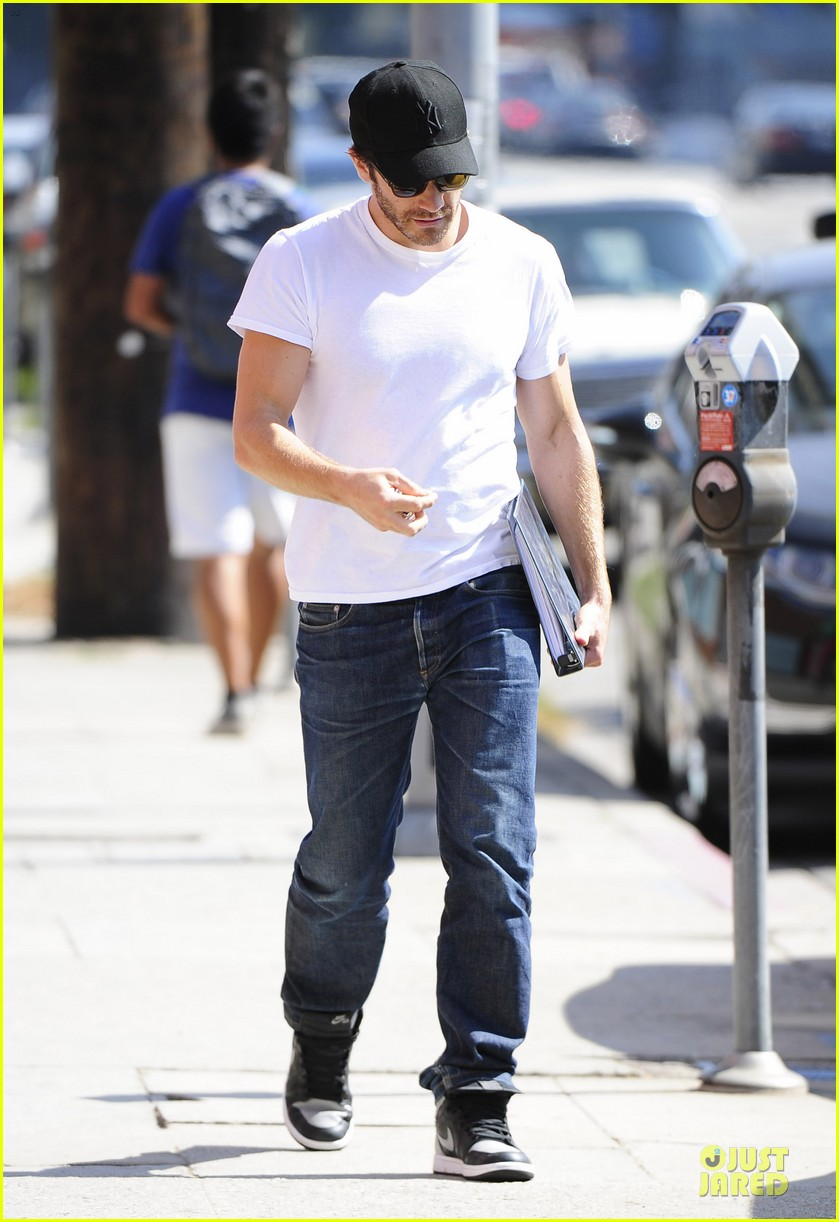 jake gyllenhaal takes his job seriously raves love and other drugs author 112929694