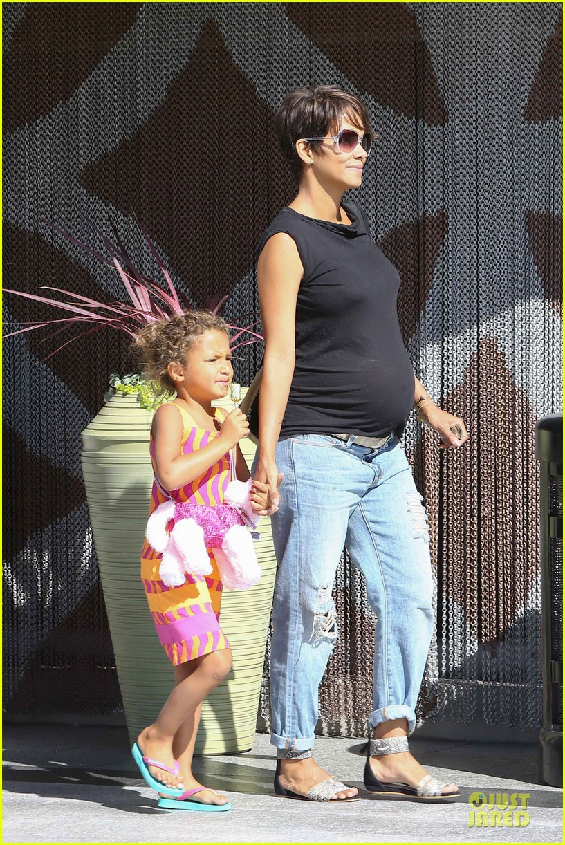 halle berry pregnancy colored involvement on x men 092924490