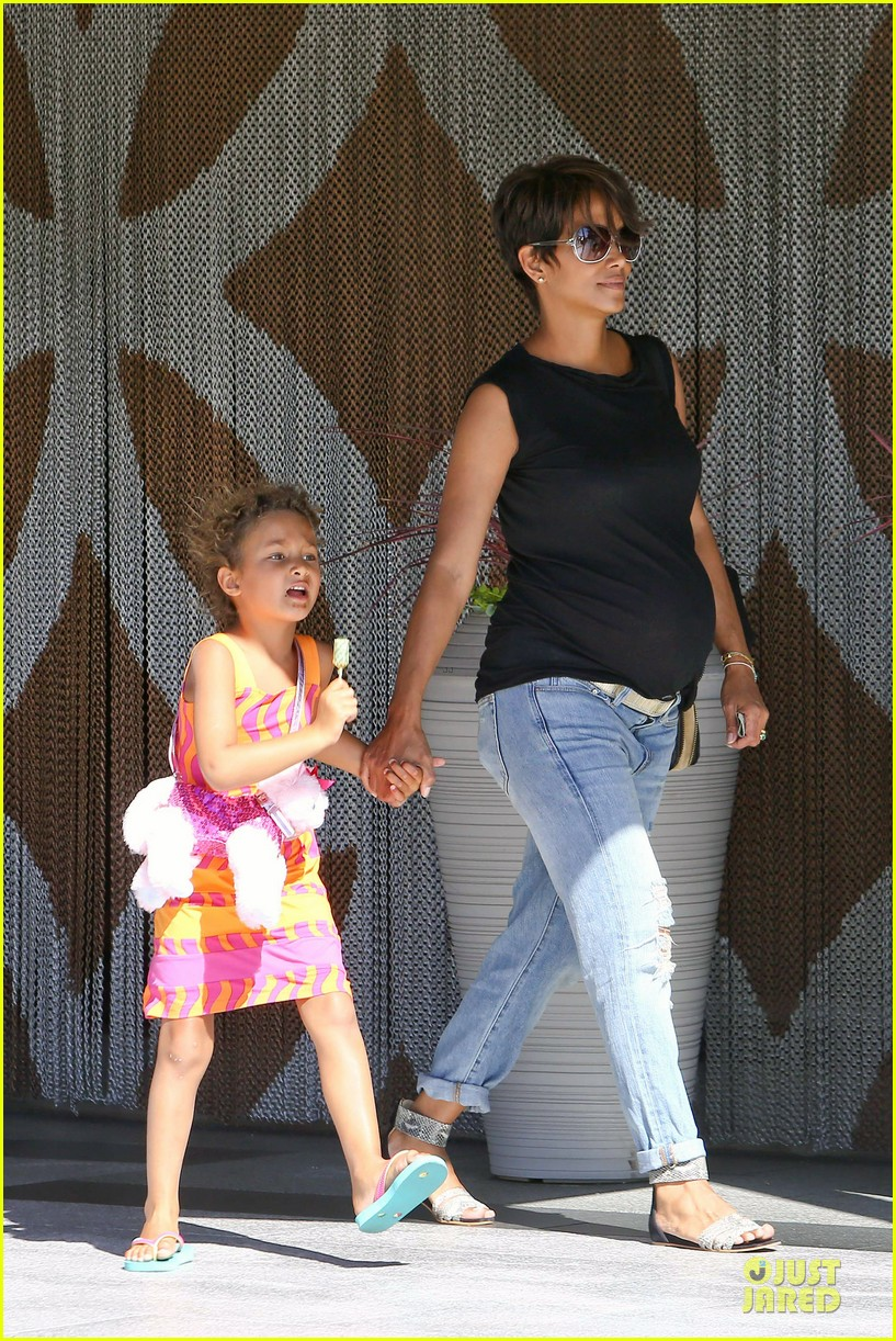 halle berry pregnancy colored involvement on x men 122924493