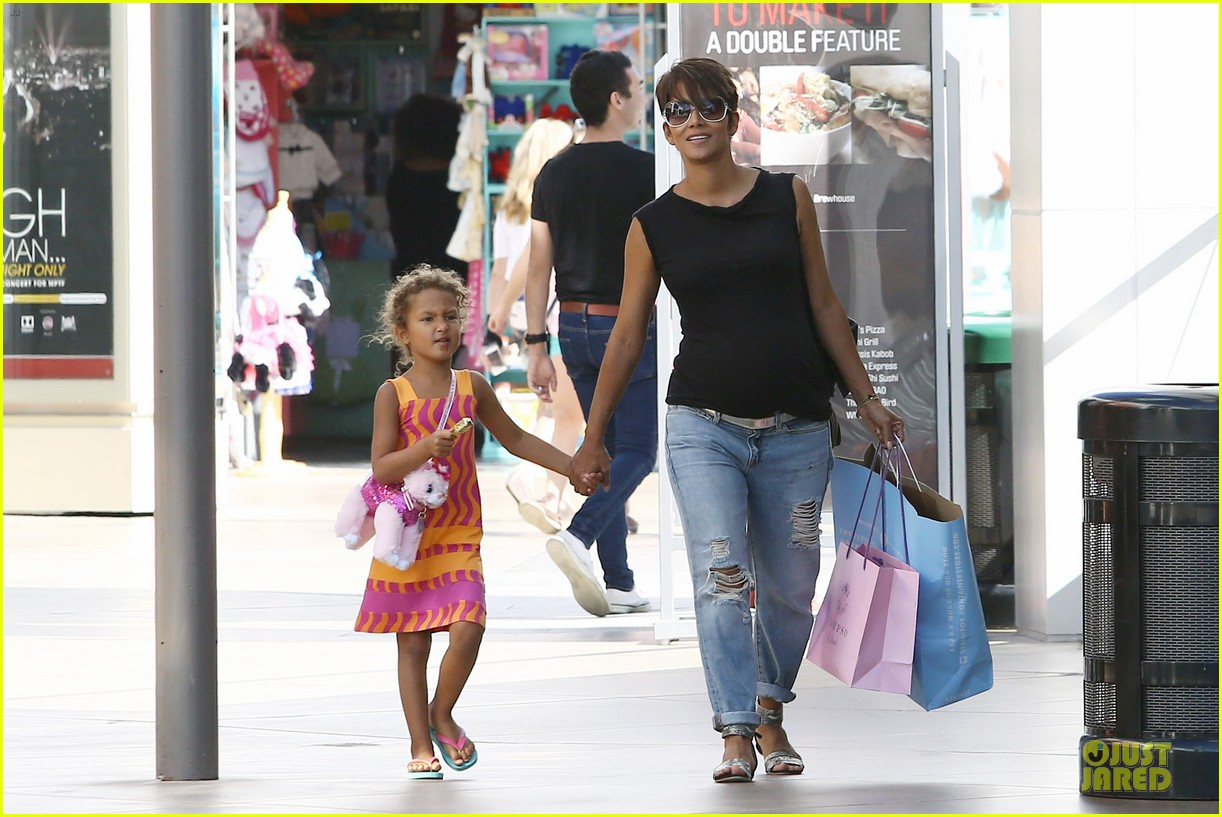 halle berry pregnancy colored involvement on x men 172924498