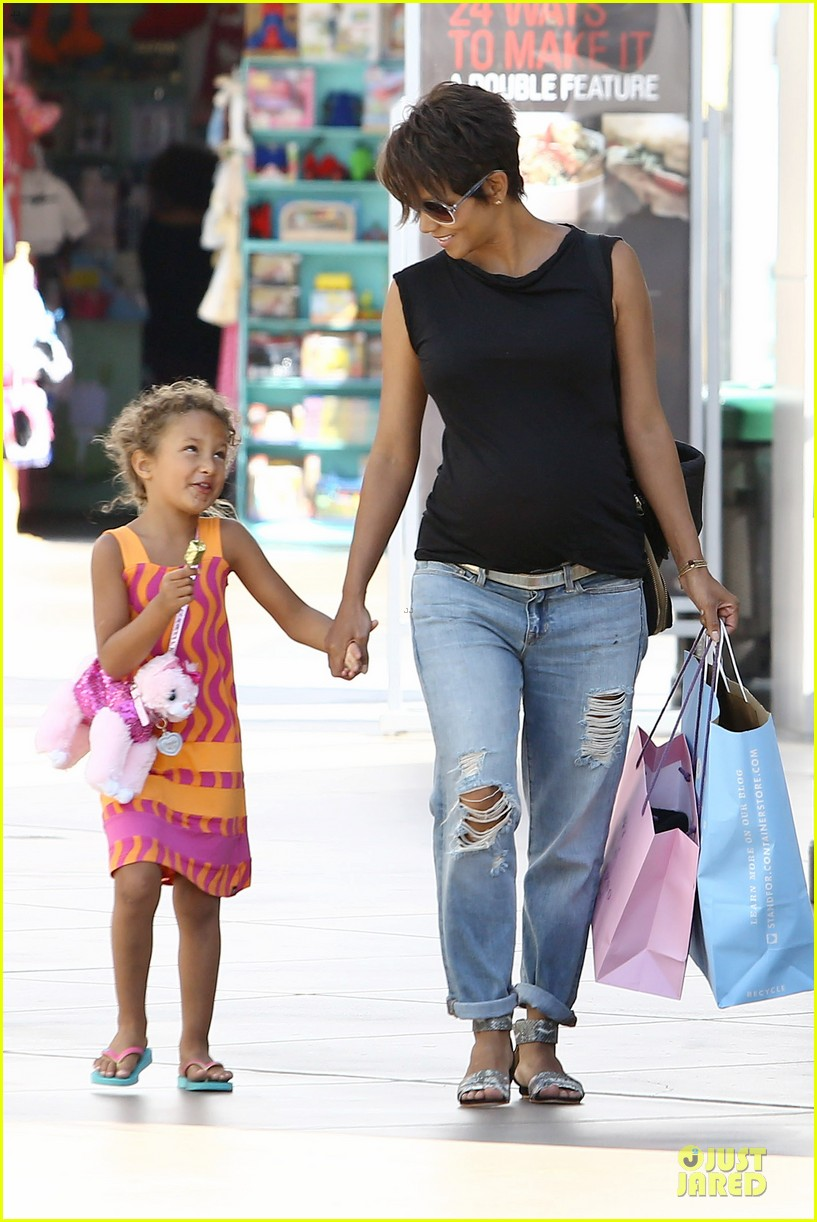 halle berry pregnancy colored involvement on x men 252924506