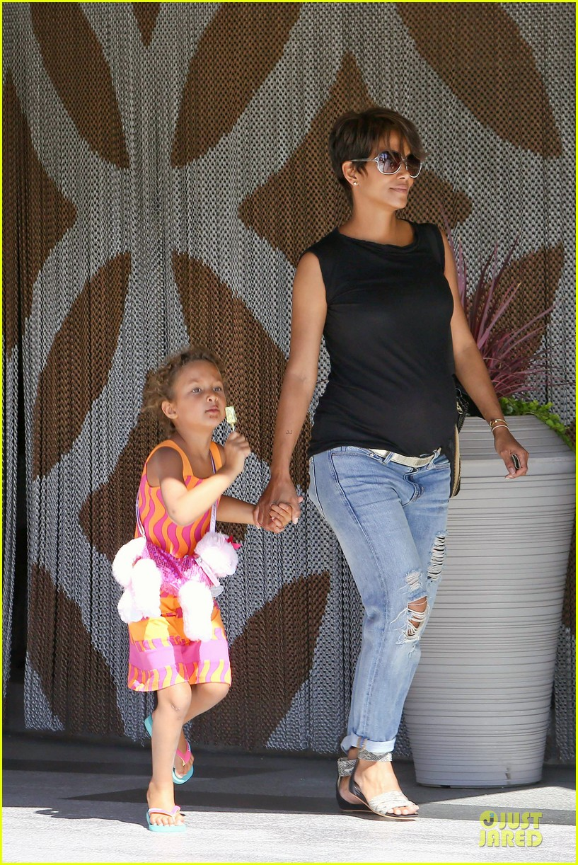 halle berry pregnancy colored involvement on x men 302924511