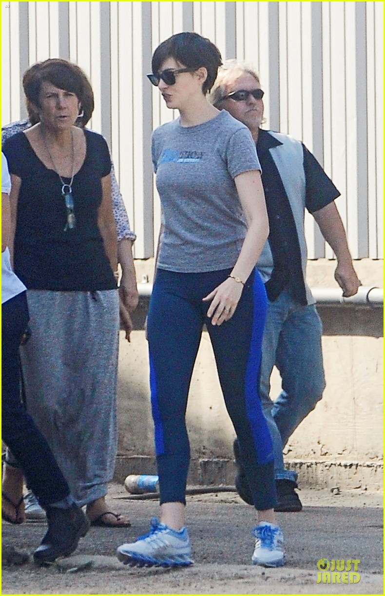 anne hathaway fit body for photo shoot 032933768