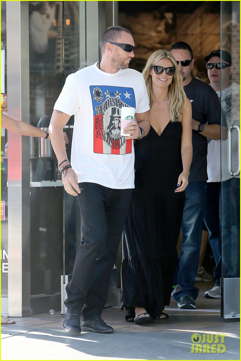 heidi klum happy heart with martin kirsten 082932991