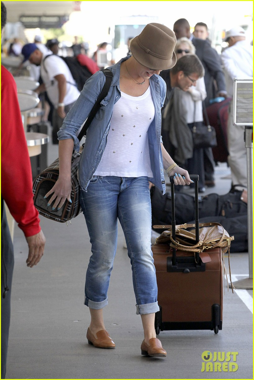 katherine heigl wheels her luggage at lax 03