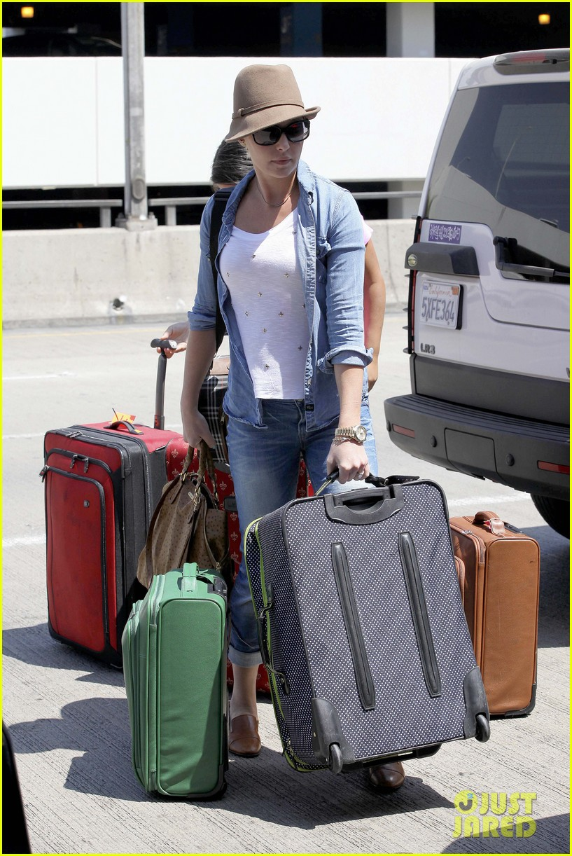 katherine heigl wheels her luggage at lax 162926002