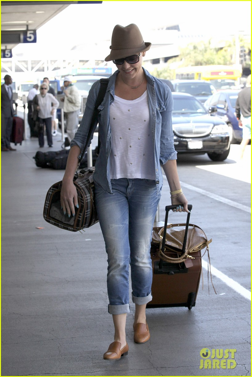 katherine heigl wheels her luggage at lax 182926004