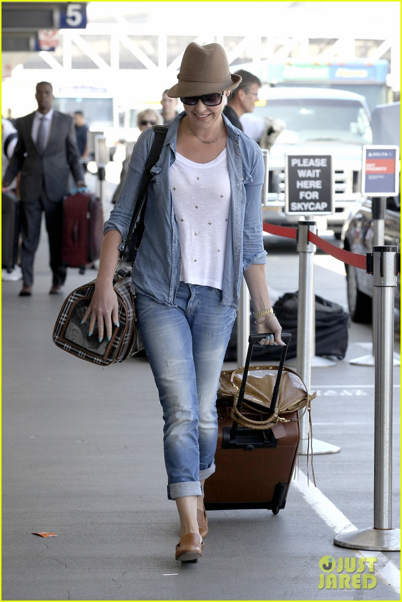 katherine heigl wheels her luggage at lax 21