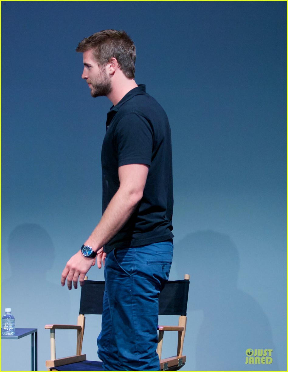 liam hemsworth talks paranoia at apple store 122924287