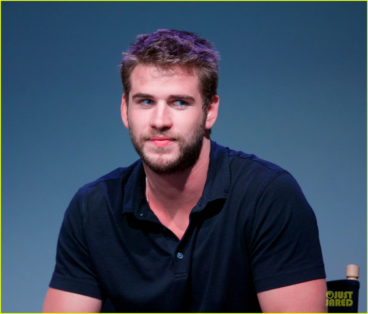 liam hemsworth talks paranoia at apple store 192924294