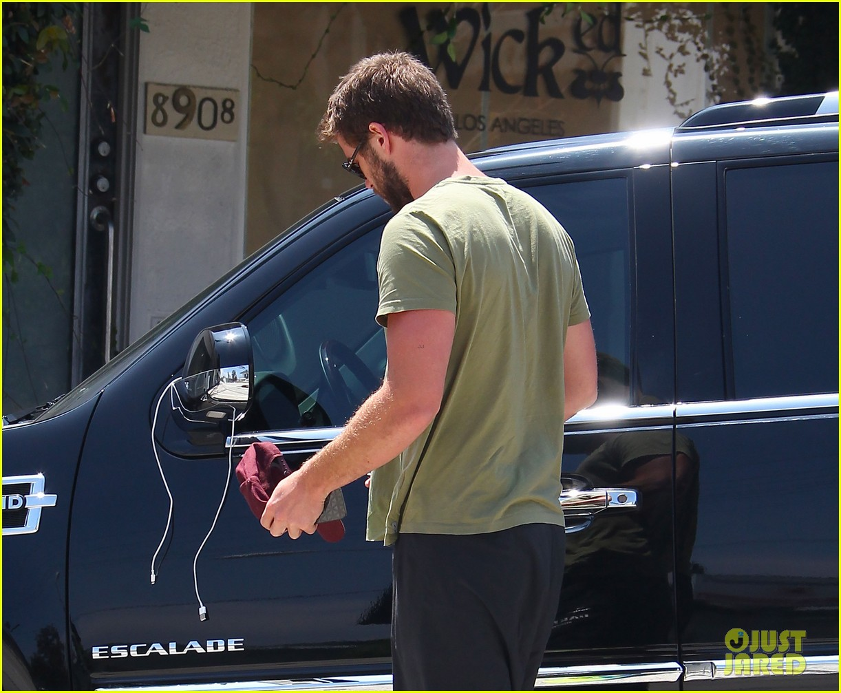 liam hemsworth steps out after paranoia disappoints 11
