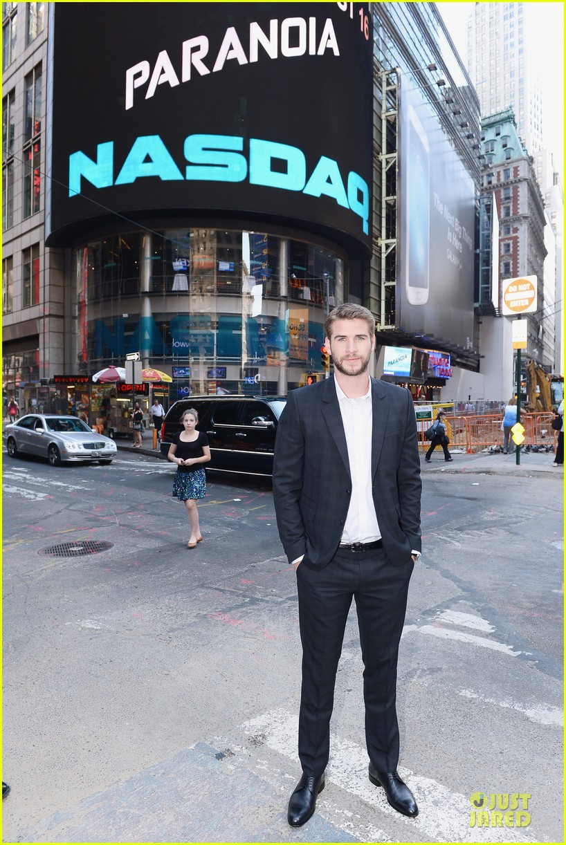 liam hemsworth i was pranked during paranoia love scene 012925001
