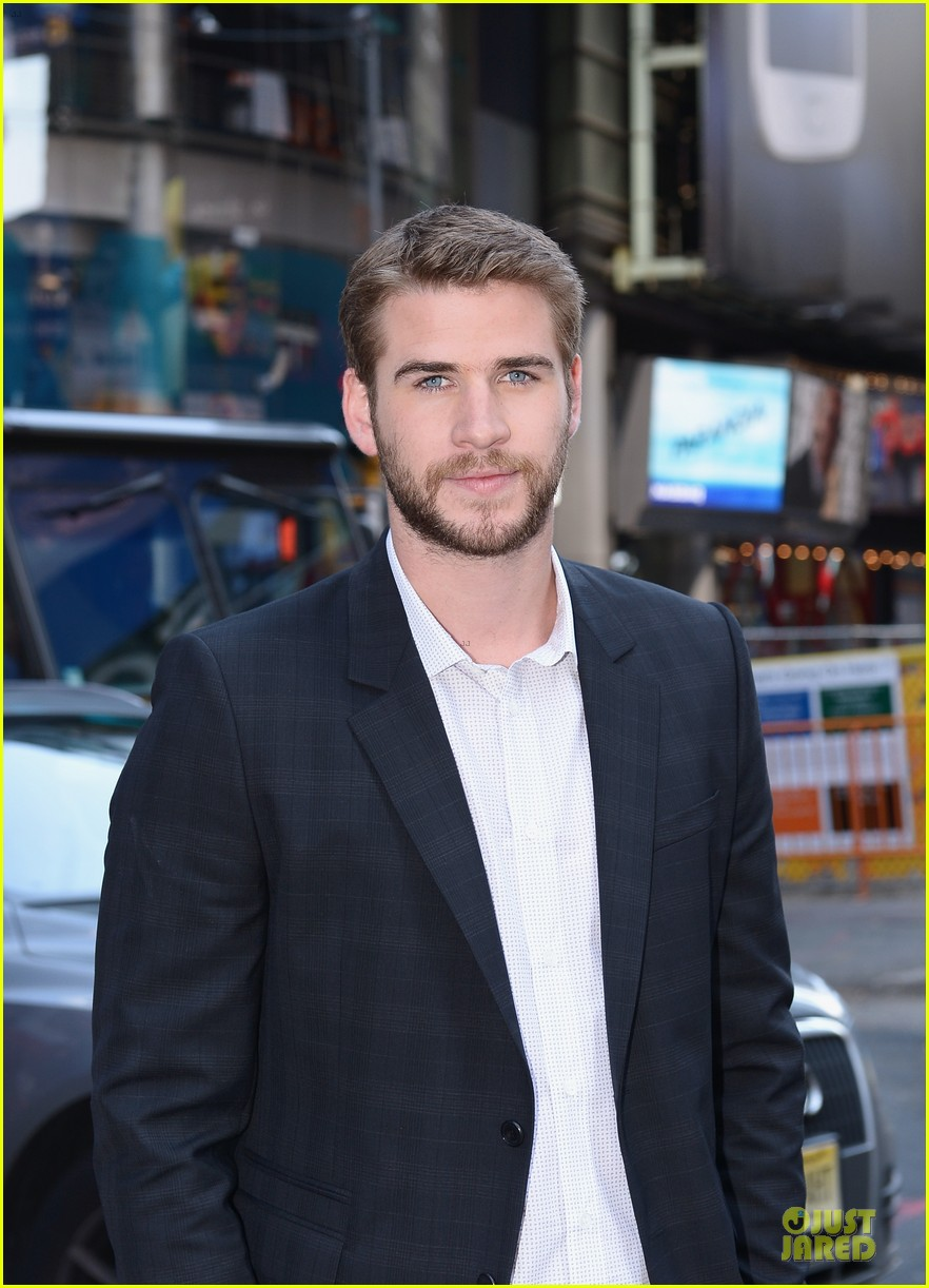 liam hemsworth i was pranked during paranoia love scene 022925002