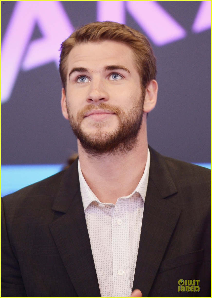 liam hemsworth i was pranked during paranoia love scene 132925013