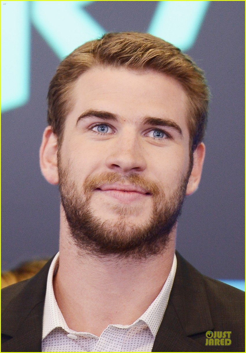 liam hemsworth i was pranked during paranoia love scene 18
