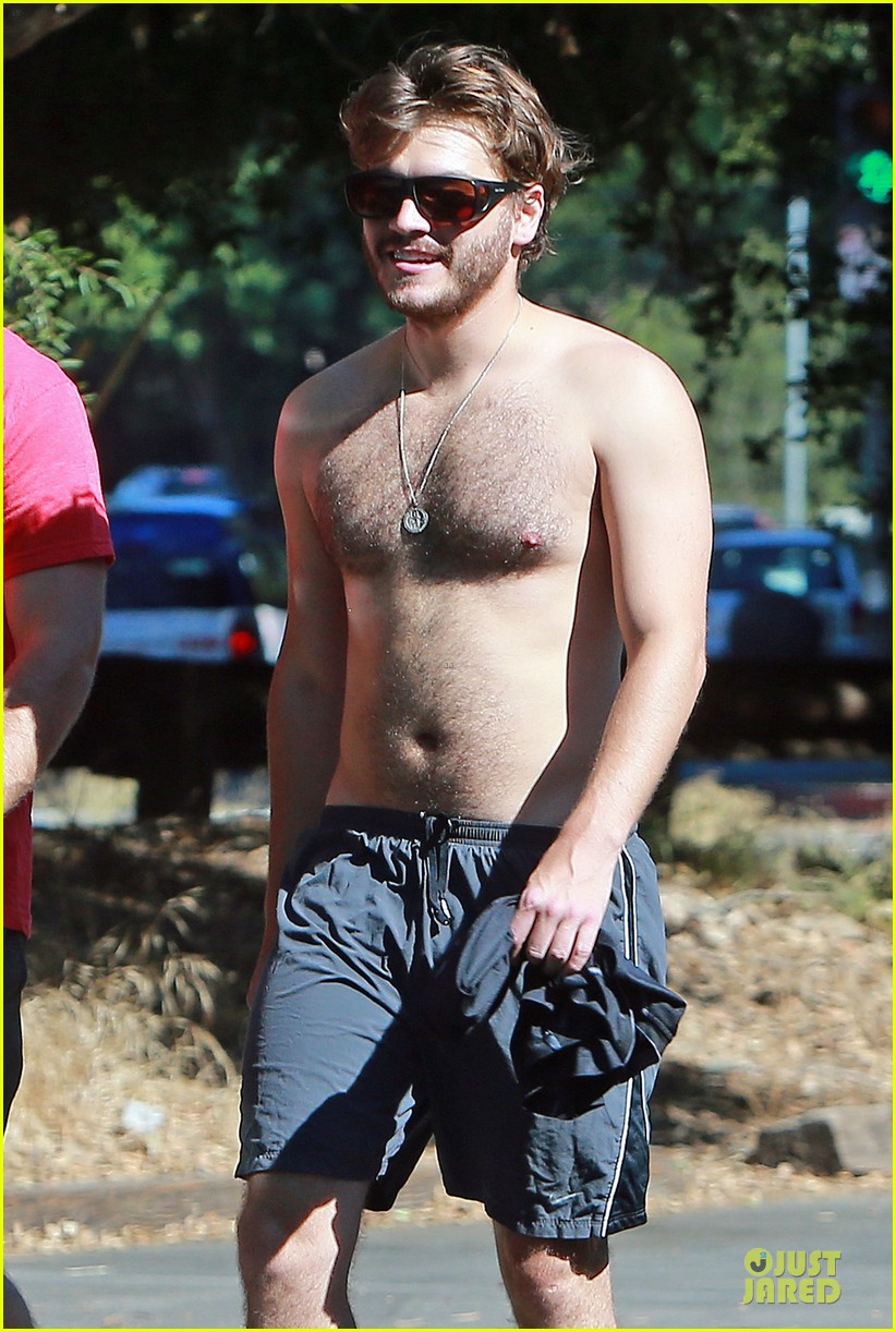 emile hirsch shirtless fryman canyon park hike 022925149