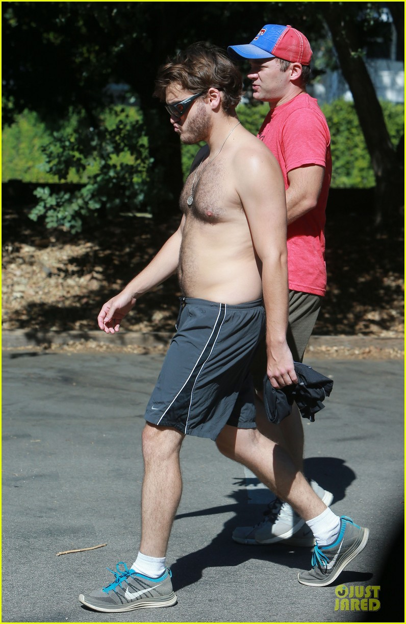 emile hirsch shirtless fryman canyon park hike 122925159