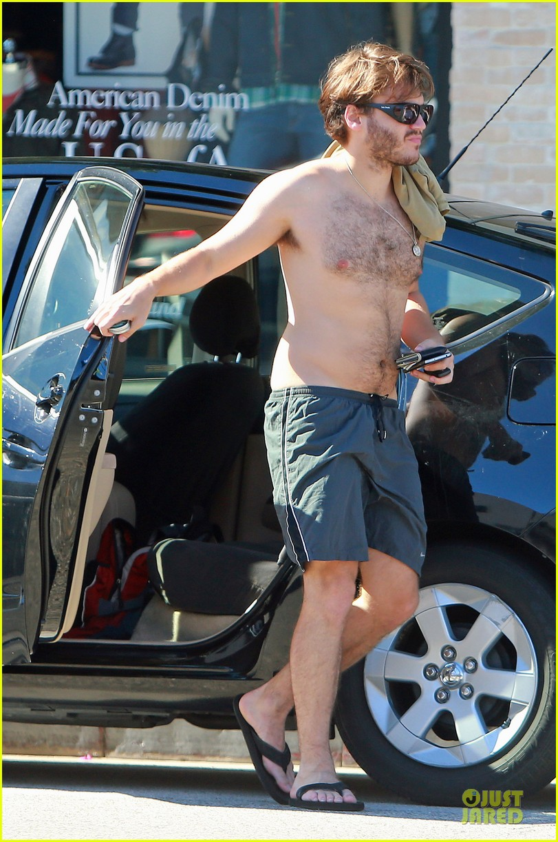 emile hirsch shirtless fryman canyon park hike 172925164