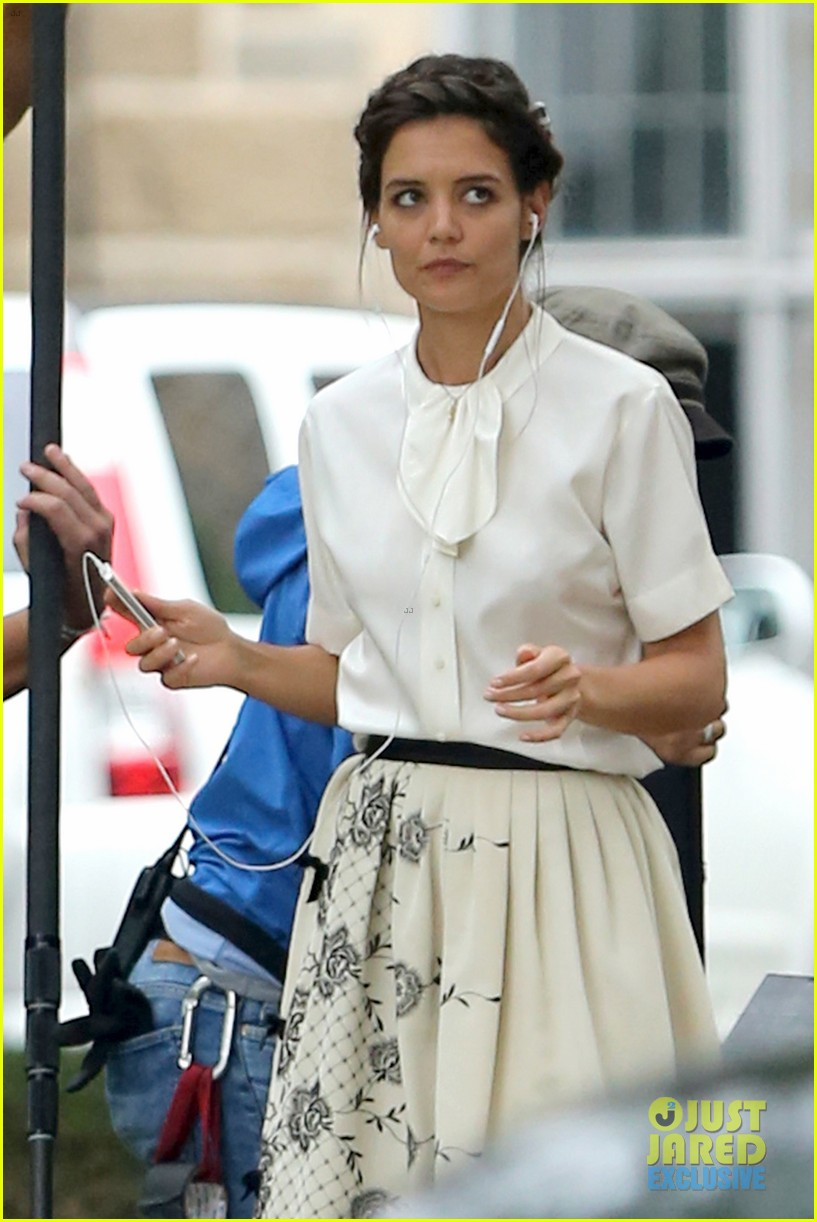 katie holmes dances along to songs on miss meadows set 062939800