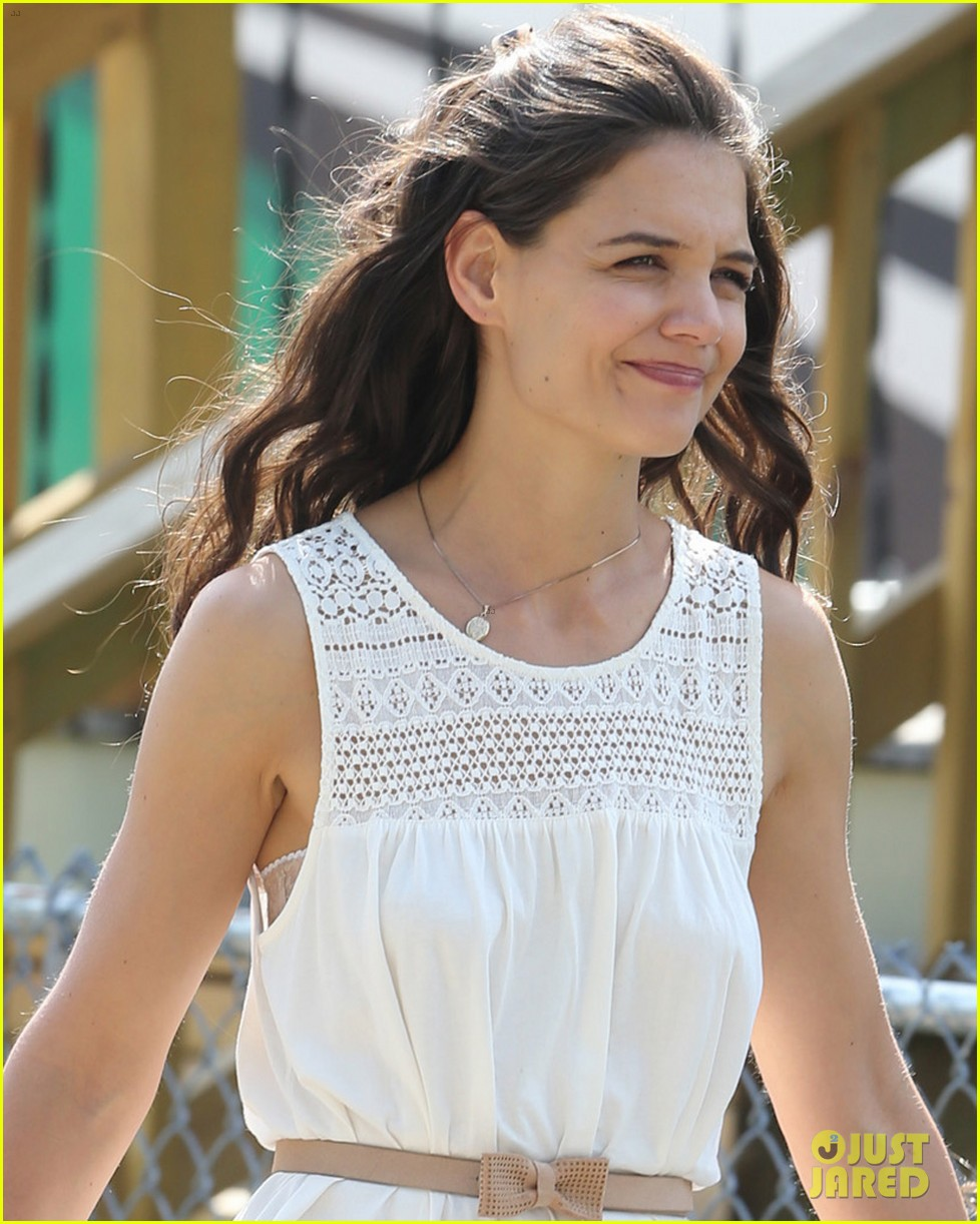 katie holmes goes vintage for miss meadows with suri 022938316