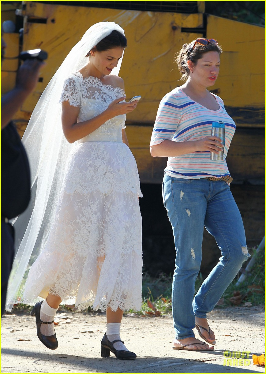 katie holmes  white wedding dress on  u0026 39 miss meadows u0026 39  set   photo 2936341