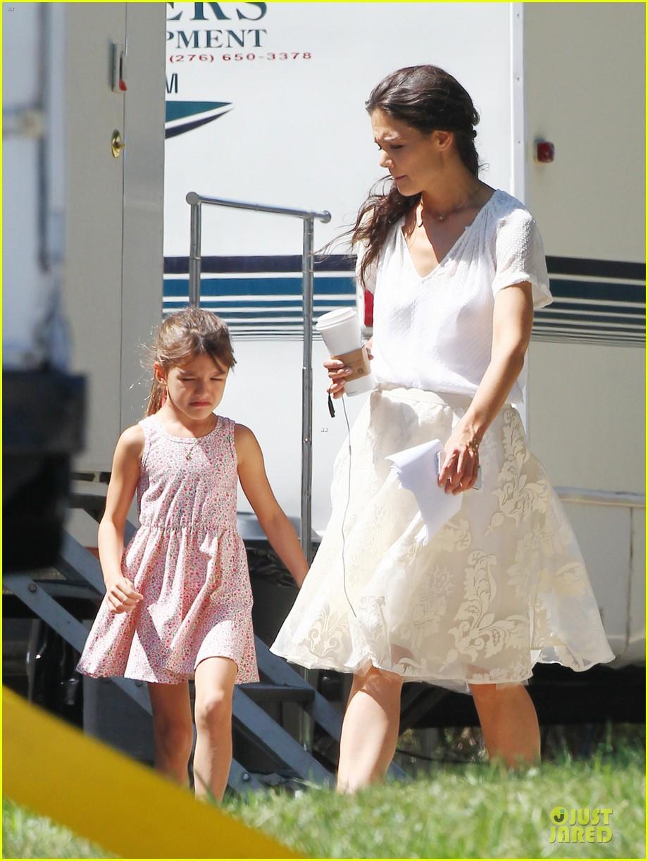 katie holmes white wedding dress on miss meadows set 032936343