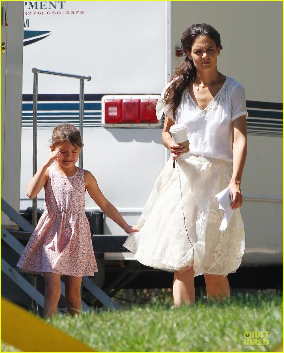 katie holmes white wedding dress on miss meadows set 072936347