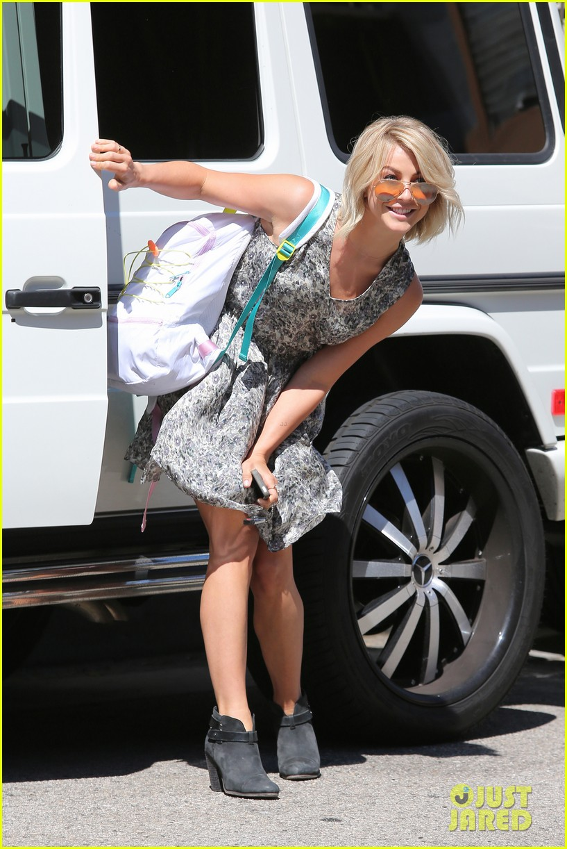 julianne hough flies out of lax after girls night 202936157