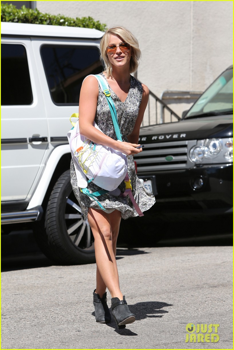 julianne hough flies out of lax after girls night 212936158