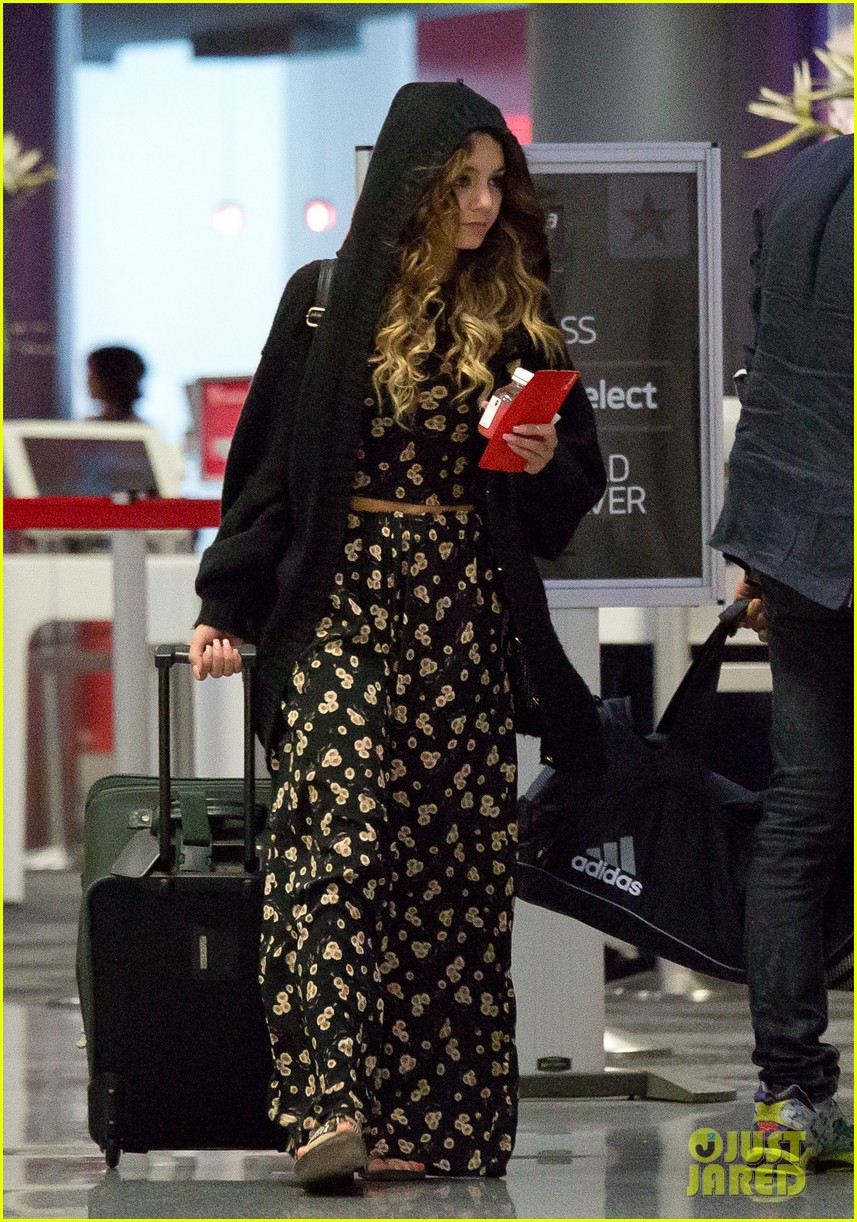 vanessa hudgens blonde again at lax 052926525
