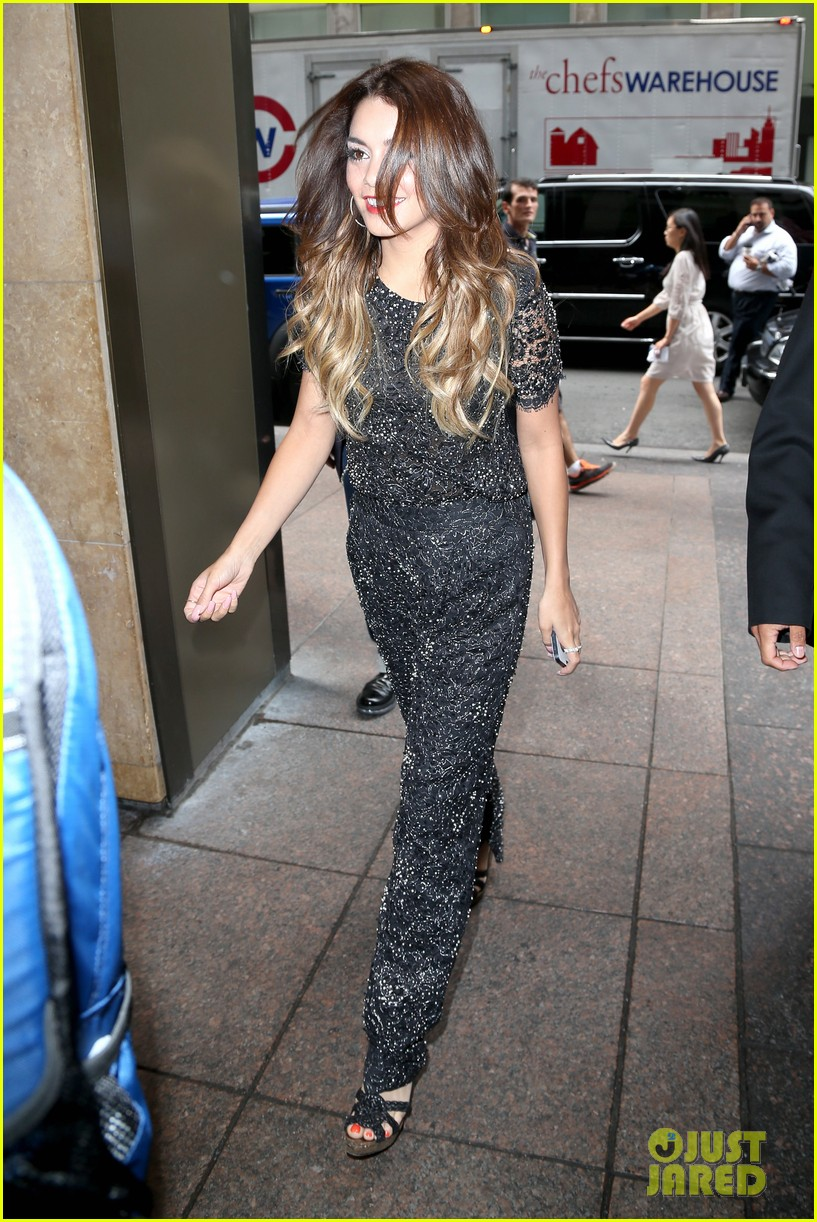 vanessa hudgens late night with jimmy fallon tonight 09