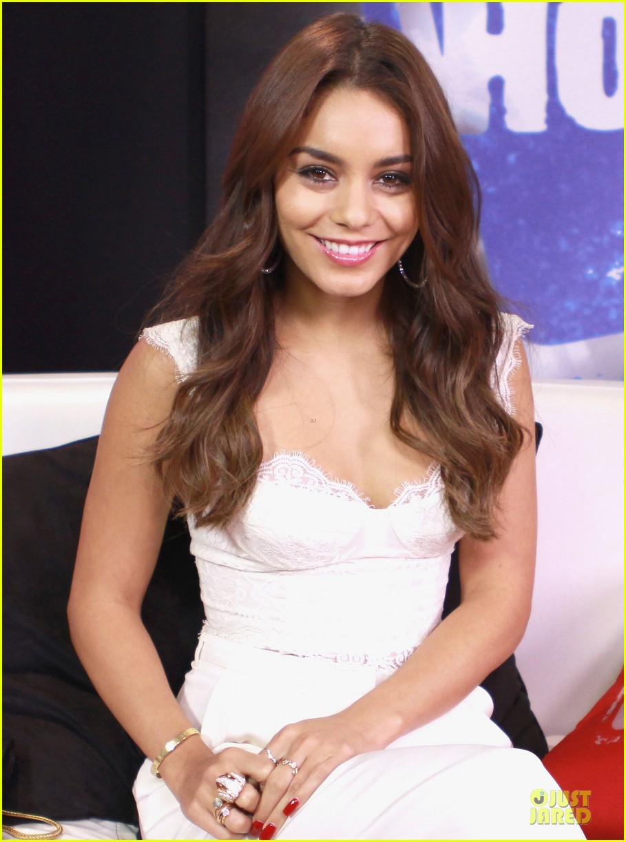 vanessa hudgens early talks for kitchen sink 012921226