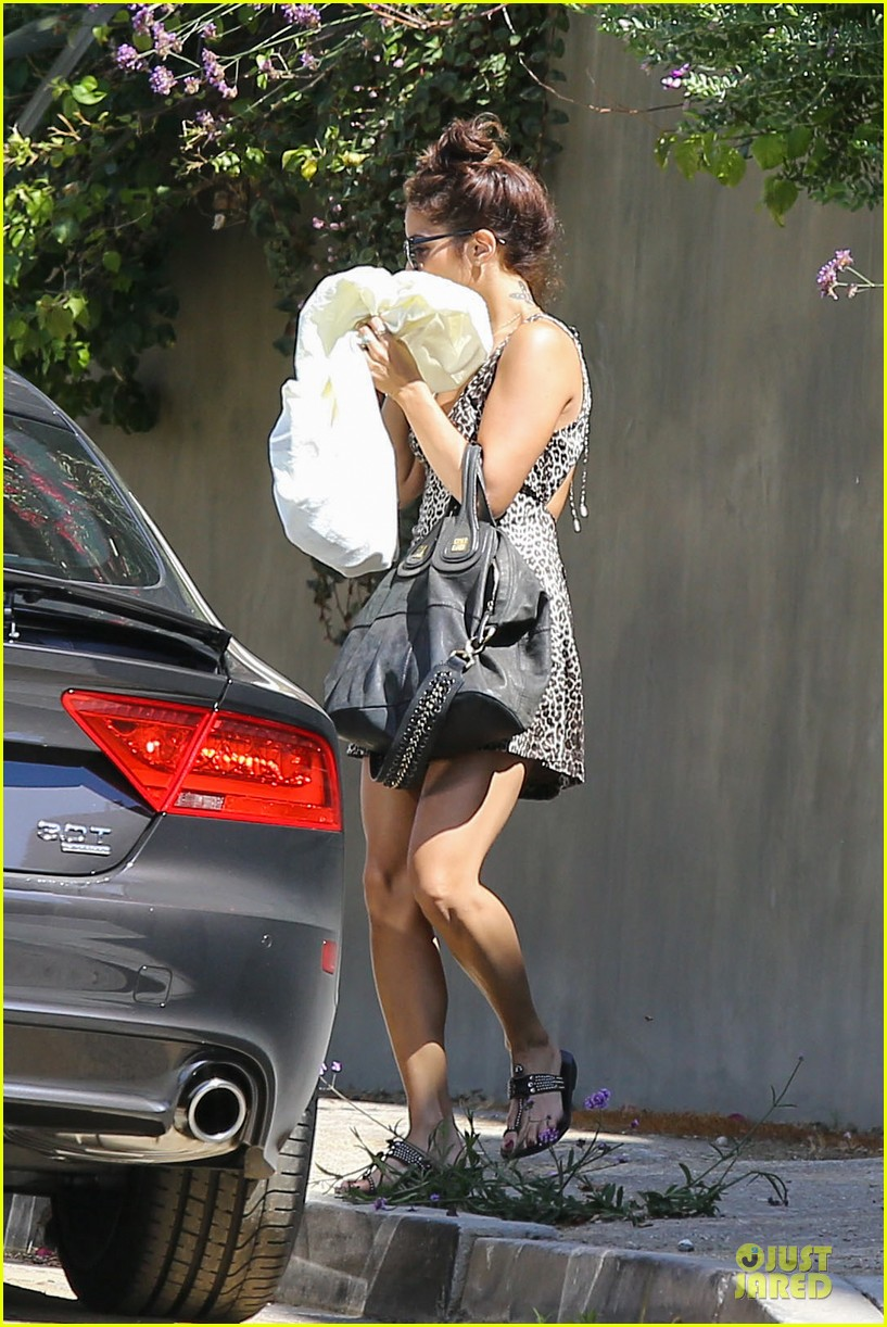 vanessa hudgens spreads love for happy monday 07
