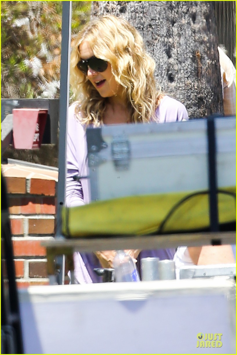 kate hudson wish i was here with wig wearing joey king 042927484