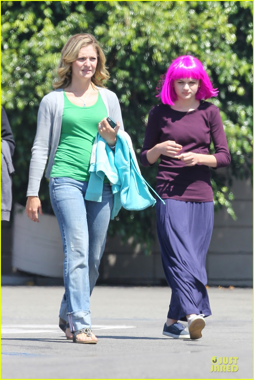 kate hudson wish i was here with wig wearing joey king 052927485
