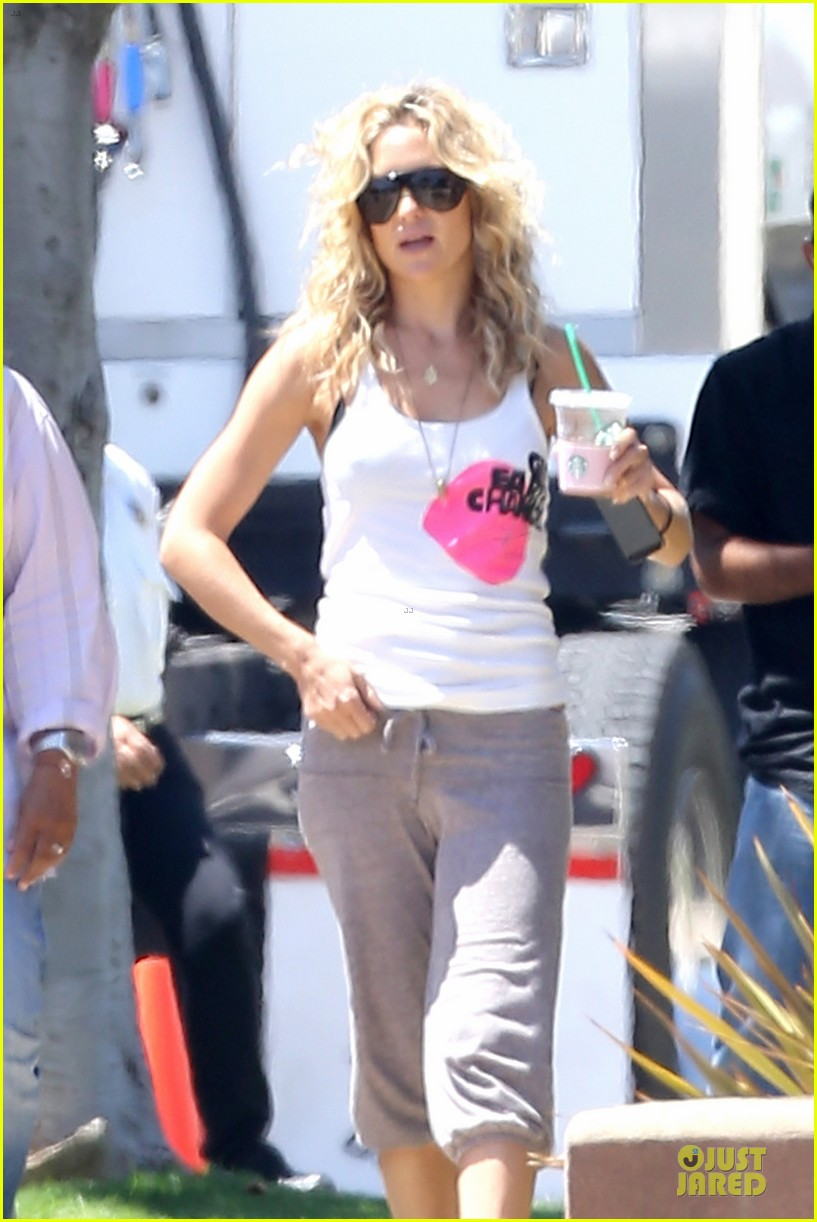 kate hudson wears two outfits on wish i was here set 022931789