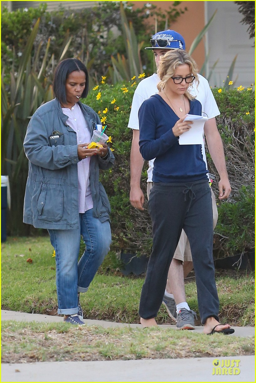 kate hudson wears two outfits on wish i was here set 212931808